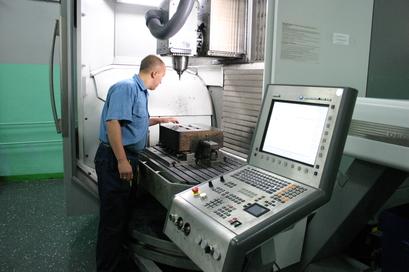 Процесс производства на заводе КЗСМИ